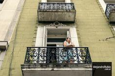 #streetphoto #streetphotography #nikon #argentina #fotocallejera #callejera #BuenosAires #balcon #Julieta + https://www.flickr.com/photos/alerubio