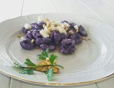 Gnocchi viola -gorgonzola -noci-pere