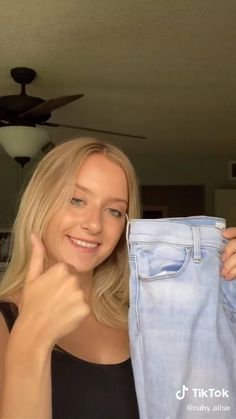 Diy Clothes Hacks, Diy Clothes And Shoes, Clothes Crafts, Clothing Hacks, Diy Jeans, Diy Ripped Jeans, High Waist Ripped Jeans, Ripped Boyfriend Jeans Outfit, Ripped Jeans With Fishnets