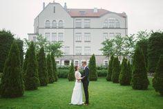 Night Wedding Photos, Wedding Night, Glamorous Wedding, Elegant Wedding, Summer Nights, Wedding Couples, Reception, Weather, Glamour