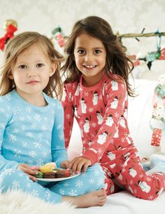 Twin Pack Long Johns with snowman and snowflakes designs by Boden Men Design, Baby Design, Cute Little Girls Outfits, Christmas Pjs, Girls Pajamas, Trouser Jeans, Mini Boden, Baby Prints, Girls Jeans