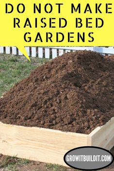 Healthy Garden Tip using epsom salt-- Easy DIY gardening tips and ideas for beginners and beyond! Making Raised Beds, Cheap Raised Garden Beds, Raised Vegetable Gardens, Building Raised Garden Beds, Vegetable Garden For Beginners, Vegetable Garden Design, Gardening For Beginners, Gardening Tips, Raised Gardens