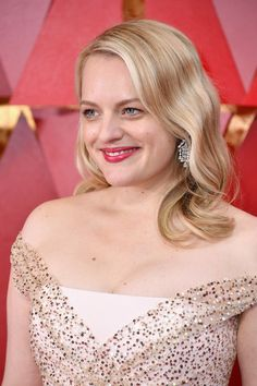 Elisabeth Moss Photos - Elisabeth Moss attends the Annual Academy Awards at Hollywood & Highland Center on March 2018 in Hollywood, California. Elisabeth Moss, Isabelle Huppert, Alicia Vikander, Oscar Hairstyles, Wedding Hairstyles, Emilia Clarke, Bradley Cooper, Natalie Portman, Jennifer Lawrence