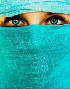 aqua scarf and eyes Shades Of Turquoise, Turquoise Color, Aqua Blue, Shades Of Blue, Turquoise Eyes, Aqua Eyes, Turquoise Fashion, Violet Eyes, Bright Eyes