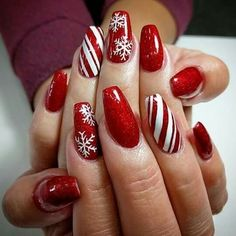 45 Amazing Christmas Nail Art Design You Can Try – Coffin nails designs – Water – nailart Christmas Gel Nails, Xmas Nail Art, Christmas Nail Art Designs, Winter Nail Art, Holiday Nails, Christmas Design, Christmas Holidays, Christmas Ideas, Christmas Candy