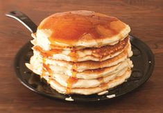 This round Lodge Cast Iron Griddle is the best griddle for making the best pancakes every time. You'll want to make pancakes with it all the time. Cast Iron Pizza Pan, Cast Iron Frying Pan, Cast Iron Grill, Quesadillas, Lodge Cast Iron Griddle, How To Cook Pancakes, Cooking Pancakes, Pancake Pan, Lugares