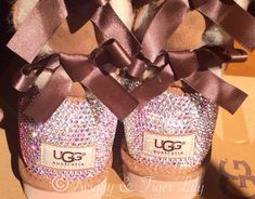 Chestnut Ugg Bailey Bow Boots with by TwiggyAndTigerLily on Etsy Uggs With Bows, Bow Uggs, Original Ugg Boots, Casual Outfits, Cute Outfits, Sweater Outfits, Fall Outfits, Bow Boots, Bailey Bow
