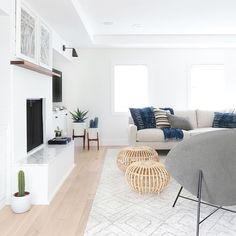 Minimalist Home Tips Simple Living cozy minimalist home living spaces.Minimalist Home Living Room Minimalism. Living Room Interior, Home Living Room, Living Room Designs, Living Spaces, Living Room White Walls, Interior Livingroom, Bright Living Room Decor, Kitchen Living, Rugs In Living Room