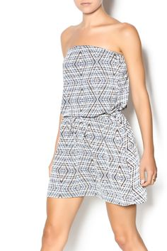 Grey Belize printed strapless sundress with an elastic waist with a tie. Pair with a cute pair of sandals or wedges for a cute look.   Strapless Sundress by Elan. Clothing - Dresses - Strapless Clothing - Dresses - Printed Clothing - Dresses - Casual New York