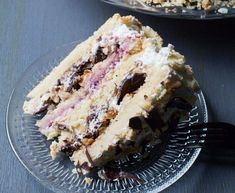 Cielo Heaven Cake is a traditional cake in the southern part of Chile. The multiple layers and filling make for an impressive and sophisticated cake. My Recipes, Sweet Recipes, Baking Recipes, Dessert Recipes, Desserts, Chilean Recipes, Chilean Food, Big Chocolate, Traditional Cakes
