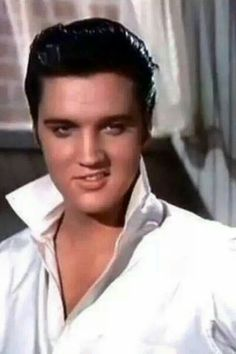 Elvis Presley is one of those names that pretty much everyone in the western world has heard of. Born on January Elvis became one of the most Lisa Marie Presley, Priscilla Presley, King Elvis Presley, Elvis Presley Photos, Rock And Roll, Young Elvis, Best Guitar Players, Thats The Way, Graceland