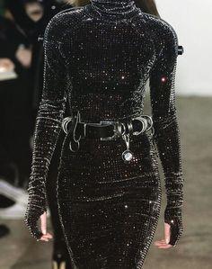"themadhatterfashionshow: "" Christopher Kane at London Fashion Week Fall 2007 "" Trend Fashion, Look Fashion, Runway Fashion, Fashion Show, Womens Fashion, Fashion Design, Fashion Spring, Party Fashion, Milan Fashion"