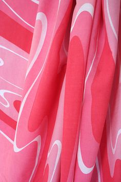 Groovy pink Vera bedding 1970s full size set by TimeValley on Etsy, $24.00