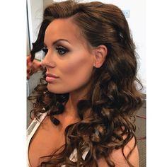 Bridal beauty ���� • • • #bridal #wedding #bride #makeupartist #makeup #bridalmakeup #bridalgown #designer #bridallook #bridesmaids #wedding #weddingmakeup #bridesmaid #bridalparty #bridesmakeup #bridalglam #theknot #weddingwire #theknot #bridesmagazine #maccosmetics #bridallook #hudabeauty #ipsyos #styledbyhrush #anastasiabeverlyhills #contour #hilight #theartistedit http://gelinshop.com/ipost/1523498739245844748/?code=BUkjggQgQkM