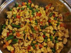 Mennyei Currys zöldséges bulgur recept! Férjem currys csirkés vacsija újra gondolva... Kicsit talán egészségesebb és ha nincs itthon rizs, jó lesz a bulgur felkiáltással.... Vegetarian Recipes, Cooking Recipes, Healthy Recipes, Nutrition, Fried Rice, Pasta Salad, Side Dishes, Curry, Food And Drink