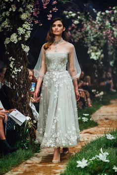 Australian couturier Paolo Sebastian collaborated with Disney on a breathtaking couture collection inspired by the Disney Princesses. Elegant Dresses, Pretty Dresses, Wedding Dress Trends, Wedding Dresses, Kebaya Wedding, Looks Party, Vetement Fashion, Bridesmaid Dresses, Prom Dresses