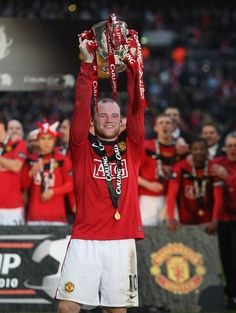 Goalscoring hero Wayne Rooney lifts the League Cup following @manutd's 2-1 final victory over Aston Villa in 2010. It was a win that heralded the Reds' fourth success in the competition, having also emerged victorious in 1992, 2006 and 2009.