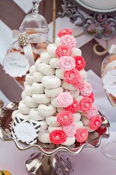Donut Tree cake~ Great concept or idea for a holiday party or breakfast! I would add some green edible glitter or sprinkles on the donuts to make it more Christmas like & some fake poinsettias tucked in!