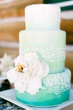 Cute wedding cake. It would look pretty in pale teal/teal.