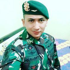@danangarasyid #handsome #uniform #polisi #tentara #praja #akpol #akmil #ipdn #muscle #manly #cops #navy #army #men #gentlemen #asianguy #asian #muscle #meninuniform #priaberseragam #seragam #hotguy #pns #cabincrew #pramugara #flightattendant #pilot #brimob #taruna