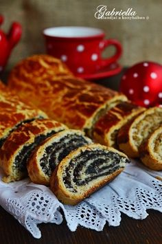 Gabriella kalandjai a konyhában :): Bejgli Hungarian Desserts, Hungarian Recipes, Best Chicken Recipes, Sweet Recipes, Tasty, Yummy Food, Sweet Cookies, Artisan Bread, Creative Cakes