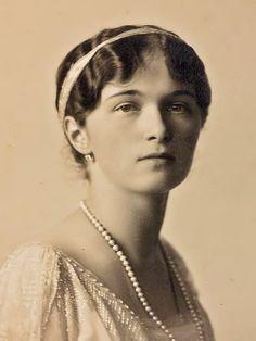 Grand Duchess Olga Nikolaevna em formal photo, 1914.