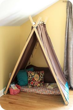 Easy Kids Tent - I need this for the kids' reading nook! Reading Nook Tent, Kids Reading, Diy Pour Enfants, Diy Tent, Diy Teepee, Teepee Tent, Deco Kids, Kids Tents, Play Tents