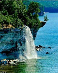 Spray Falls, Michigan, USA.