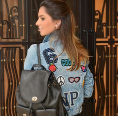 Resultado de imagem para look patches tendencia Look Patches, Leather Backpack, Fashion Backpack, Ideias Fashion, Backpacks, Street Style, My Style, Bags, Decal