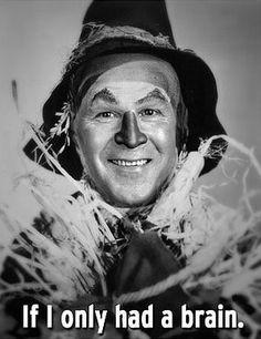 Wizard of Oz 1939 Ray Bolger-scarecrow O espantalho Wizard Of Oz Pictures, Scarecrow Wizard Of Oz, Scarecrow Face, Scarecrow Makeup, Ray Bolger, Wizard Of Oz 1939, Broadway, Land Of Oz, Yellow Brick Road