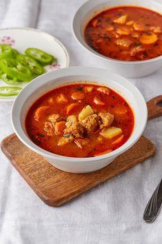 Tarhonyás sertésgulyás recept   Street Kitchen European Cuisine, Bruschetta, Food And Drink, Pork, Dinner, Ethnic Recipes, Kitchen, Desserts, Soups