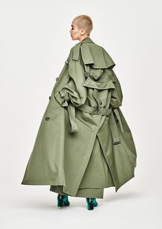 Here Is Your Backup Trenchcoat For When The Temperature Drops (Niima's Style – Niimas) Fashion Art, High Fashion, Womens Fashion, Fashion Trends, Fashion Design, Style Fashion, Fashion Decor, Green Fashion, Fashion Clothes