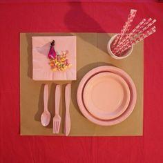 Chic party supplies from Bonton Paris - Kit vaisselle rose Bonton Paris, Vintage China, Rose, Kit, Party Supplies, Concept, Tableware, Home Decor, Ideas