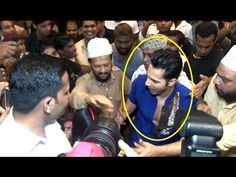 WATCH Varun Dhawan badly MOBBED by crazy fans at Persian Darbar Restaurant. See the full video at : https://youtu.be/9LYrBeO6Zzk #varundhawan