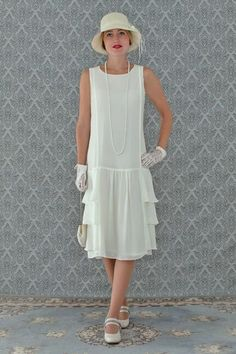 A darling dress in cream with tiered skirt, Roaring fashion, Great Gatsby dress, flapper dress, Downton Abbey dress - Tenues de Mariée