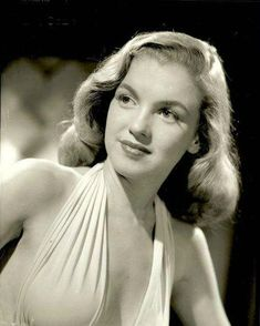 Hello and Welcome to the Marilyn Monroe Fan Site. Take a peek through the fine collection of Marilyn Monroe videos, photographs and gifs. Young Marilyn Monroe, Norma Jean Marilyn Monroe, Marilyn Monroe Photos, Hollywood Stars, Classic Hollywood, Greta, Sophie Marceau, Actrices Hollywood, Norma Jeane