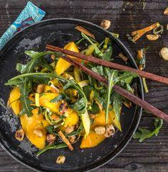 Asiatische Salate sind der Knaller! Das Beste daran? Die Gemüse-Frucht-Nuss-Mischung!