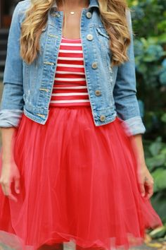 just need this pic for inspiration on how to wear my pink tulle skirt- (light jean jacket) Red Tulle Skirt, Tulle Dress, Tulle Skirts, Pink Tulle, Looks Style, My Style, Tulle Skirt Bridesmaid, Mother Daughter Photos, Clothing Blogs