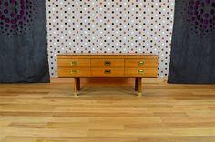 Commode / Enfilade Basse Design Scandinave en Bois Blond Vintage 1969 Elle ouvre par 6 tiroirs. La commode est en excellent état. Dimensions: Longueur 130 cm / Hauteur 66 cm / Profondeur 45 cm. Référence: A2015
