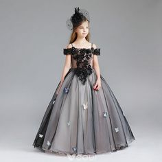 Modern / Fashion Black Flower Girl Dresses 2017 Ball Gown Off-The-Shoulder Short Sleeve Appliques Butterfly Lace Pearl Rhinestone Floor-Length / Long Ruffle Wedding Party Dresses Little Girl Gowns, Gowns For Girls, Little Girl Dresses, Girls Dresses, Flower Girl Dresses, Party Dresses, Princes Dress, Kids Dress Patterns, Kids Gown