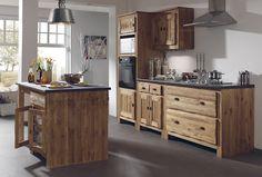 Cuisine GALWAY un espace à vivre.  Véritable lieu de partage, la cuisine façon Cocktail Scandinave® est un espace à vivre où l'on se retrouve pour mitonner, discuter, vivre tout simplement. Le bois naturel, pin ou chêne massif, contribue à y créer une ambiance chaleureuse. Modernité oblige, le mobilier intègre la technologie indispensable pour nous faciliter la vie. Venez en boutique avec le plan de votre pièce, nous vous aiderons à réaliser l'implantation