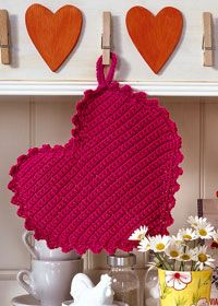 Free crochet pattern – heart pot holders – Knitting and crocheting Crochet Kitchen, Crochet Home, Love Crochet, Crochet Motif, Crochet Flowers, Crochet Patterns, Crochet Hearts, Crochet Gratis, Crochet Potholders