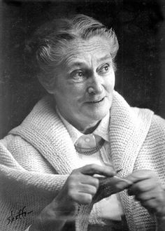 Elizabeth Zimmermann: Knitter She aged very gracefully and with dignity, and plus was an amazing textile artist!