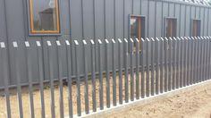 Segmentinės tvoros, Virintas tinklas, Modulinės, Metalo strypų, Skardos profilio, Medinės, Metaliniai stulpai, medinei tvorai, Kiemo vartai, vartų automatika | Metalo strypų tvoros