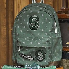 Cosplay Harry Potter - When there are dragons, giants and DURSLEYS™ to be dealt with, who wouldn't want to go on an adventure? Our Slytherin™ Backpack lets you pack your things and head to HOGWARTS™ with other witches and wizards alike. Harry Potter Bedroom, Harry Potter Shop, Harry Potter Fandom, Harry Potter Characters, Harry Potter Hogwarts, Slytherin Pride, Harry Potter Cosplay, Harry Potter Outfits, Bellatrix