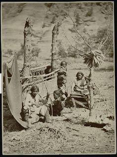 Insight: Aboriginal life among the Navajo Indians. Near old Fort Defiance, New Mexico, in With this simple picture of the Navajo India. Native American Photos, Native American History, American Indians, Indiana, Old Fort, Native Indian, Blackfoot Indian, Historical Photos, Old Photos
