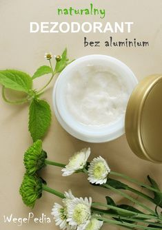 Bardzo prosty i szybki przepis na skuteczny naturalny dezodorant bez aluminium - nawet tylko 2 składniki, które każdy ma w domu! Beauty Secrets, Diy Beauty, Beauty Hacks, Beauty Tips, Diy Spa, Recipe Images, Natural Cosmetics, Natural Cures, Natural Beauty