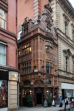 ARCHITECTURE – Manchester, England photo via christine