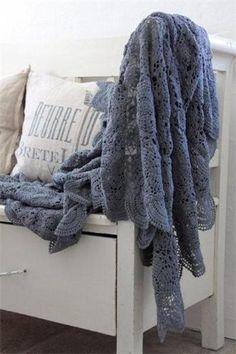 http://kikiandandersen.com/fr/  plaid-crochet-petrol