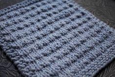 Composé de mailles endroit et de mailles envers, le point Andalou est un point simple mais tout de même très joli ! Facile à mémoriser, il peut servir à tricoter à peu près n'importe quoi&#82…